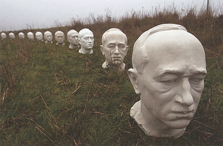 V roce 2002 nainstaloval umělec Abbé Libansky podél česko-rakouské hranice 250 byst Edvarda Beneše jako symbol toho, co nás v mnohém rozděluje