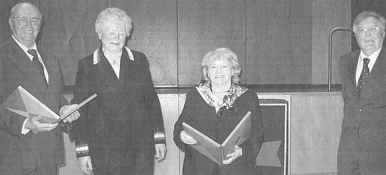 Ve Stifterově sále Sudetoněmeckého domu v Mnichově přebírá v prosinci 2007 cenu nadace, jejíž předsedkyně Hermine Hausnerová, která přicestovala k udělení z USA, stojí nalevo od vyznamenané (autorkou návrhu plakety, která tvoří součást ceny, je Dagmar Doyscherová)