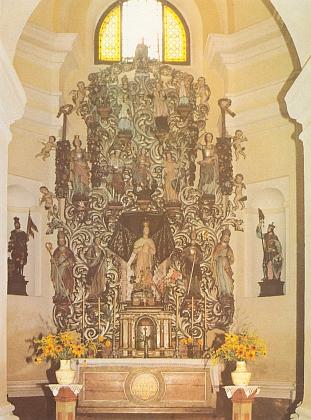 >Hlavní oltář kostela 14 svatých pomocníků v Dolním Nýrsku, vyhozeného do povětří, dnes umístěný v kostele sv.Tomáše v Horním Nýrsku, na snímku Dietera Raische