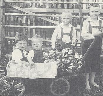 Čtyři hoši Denkmayrovi v Konrátově roku 1931