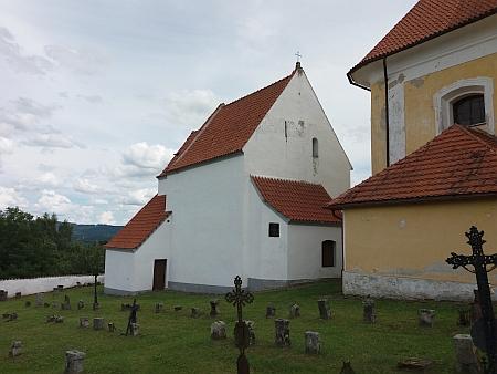 Kaple Navštívení Panny Marie vedle kostela ve Svérazi, odkud byl pravděpodobně přemístěn oltářní obraz do kaple v Horní světlé