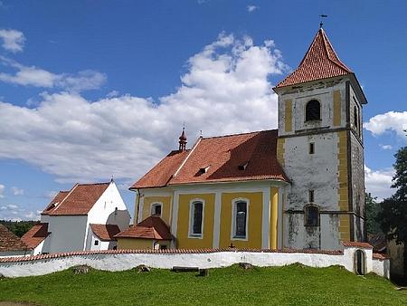 Kostel ve Svérazi, kde byl pokřtěn a pamětní deska na jeho zdi s připomínkou obcí ve farnosti, včetně zaniklé rodné Horní Světlé (Ober Zwiedlern)