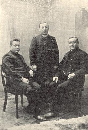 S otcem a bratrem Josefem, katechetou v Českých Budějovicích (1884-1918)