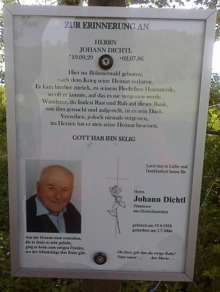 Jednoho z Dichtlů připomíná kříž u Hodňova směrem k zaniklému Jablonci