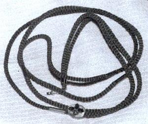 Řetízek ke kapesním hodinkám jako rodinná relikvie, pořízená z jejích vlasů, ustřižených mladé novicce v roce 1830