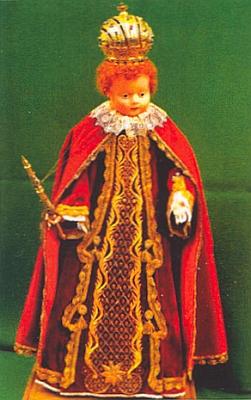 """Innsbrucký """"Panáček"""" (""""Herrlein""""), soška pořízená podle Pražského Jezulátka, před níž se prý celé noci modlívala"""