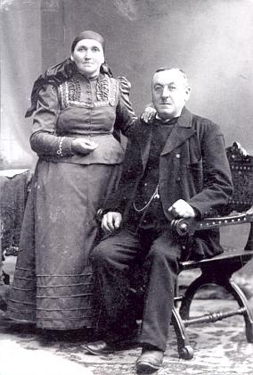 Její otec Franz Dichtl a matka Katharina, roz. Obermühlnerová