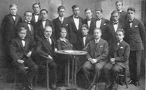 Tady jako maturant v Krumlově roku 1928 stojí prvý zprava