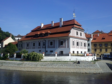 Budova na snímku z roku 2013