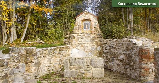 """Nově vyzděná """"lučinská"""" oltářní menza s replikou obrazu """"krásné madony z Grafenriedu"""""""
