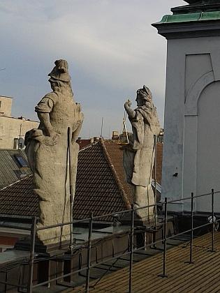 Kopie jeho soch měšťanských ctností na střeše českobudějovické radnice