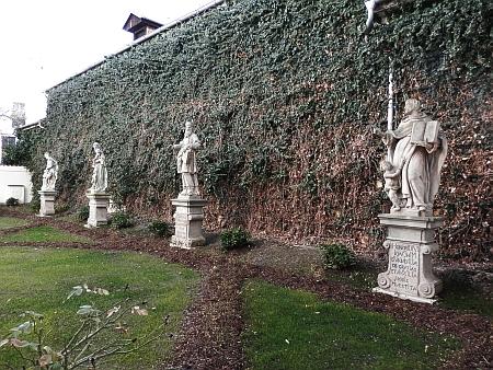 Dietrichovy plastiky u někdejšího dominikánského kláštera v Českých Budějovicích