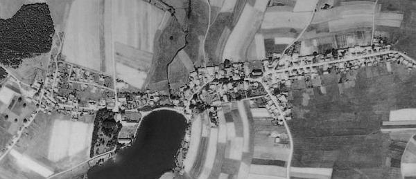 Rodná Železná (viz i Josef Nussbaumer) na leteckých snímcích z let 1947 a 2008