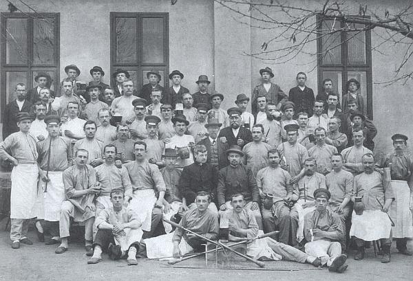 Skláři z Fichtenbachu na snímku z doby kolem roku 1900
