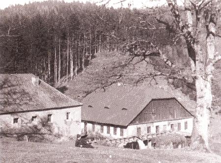 Leštírna a brusírna skla ve Fichtenbachu na snímku z doby kolem roku 1900