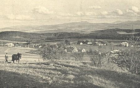 Z rodných míst: pohled od Spálence (Prennet) na Ostrý a Javor