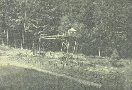 Strážní věž u rodné vsi při trati z Domažlic do Furth im Walde na snímku pořízeném roku 1968
