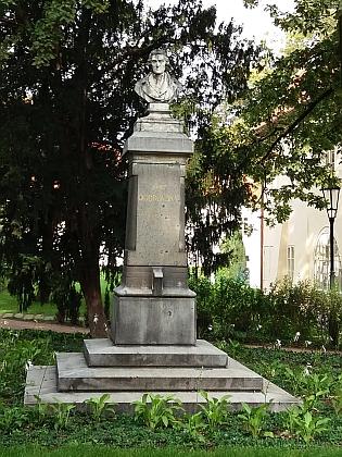Autorem pražského pomníku Josefa Dobrovského z roku 1891 byl sochař Tomáš Seidan - původně byl umístěn ve Vrchlického sadech, v roce 1947 byl přenesen na Kampu před vilu, kde počátkem 19.století žil (a ve které mnohem později žili Vladimír Holan aJan Werich)