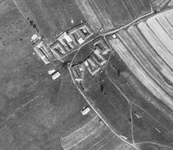 Rodné Hruštice (viz i Matthias Hofbauer a Bernhard Rudolf Pachner) na leteckých snímcích z let 1949 a 2008