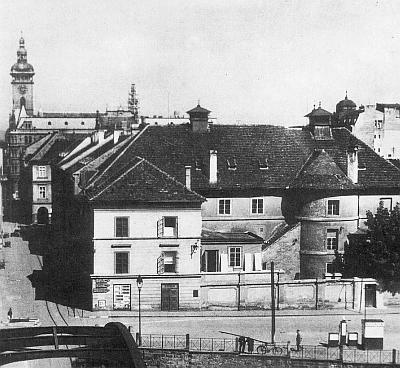 Českobudějovické divadlo na snímku z počátku 20. století