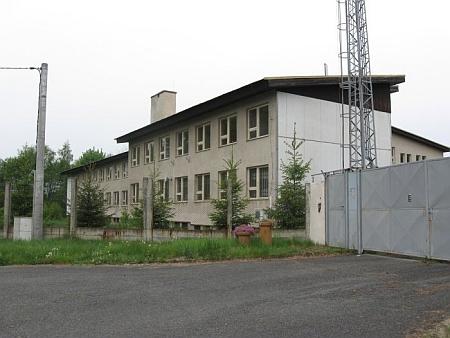 Kasárna Pohraniční stráže na místě zničeného kostela