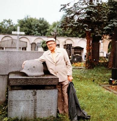 U pomníku padlých na českokrumlovském hřbitově