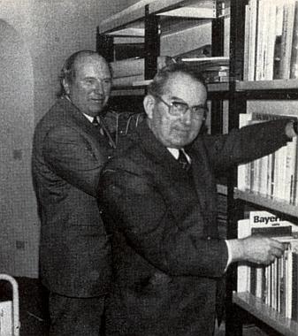 Na snímku z roku 1980 je zachycen s Dr. Friedrichem Schöfferem při pořádání knihovny vyhnanců z Prachatic v archivu města Ingolstadt