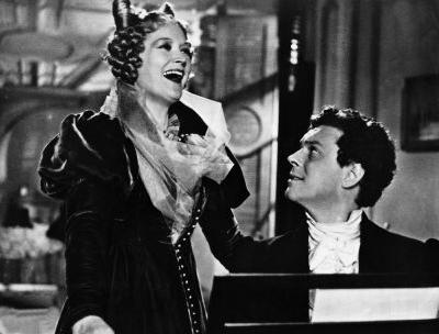 Hans Holt jako Ferdinand Raimund a Marte Harellová v roli Therese Kronesové v německém filmu Brüderlein fein (1942), uvedeném i v Protektorátu Čechy a Morava pod titulem Bratříčku můj