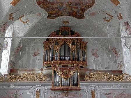 Varhany z klášterního kostela ve Vornbachu, kde u varhaníka Grotze studoval harmonii