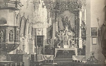 Hlavní oltář kostela sv. Michaela archanděla v Horním Dvořišti