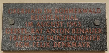 Takto je připomenut i s Felixem Denkmayerem u pamětní desky vyhnancům z Horního Dvořiště na kostele v Reichenthalu (viz i Rudolf Schöllhammer)