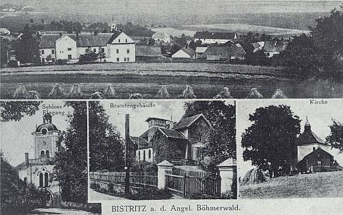 Pohlednice z Bystřice nad Úhlavou zachycuje dole i úřednický dům a kostelík Nejsvětější Trojice