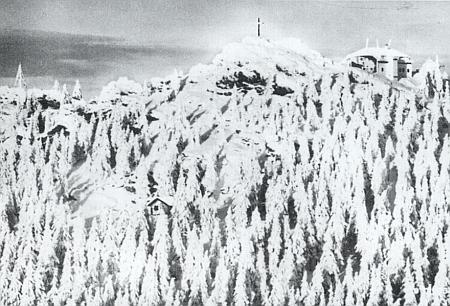 Hora Ostrý v zimním hávu