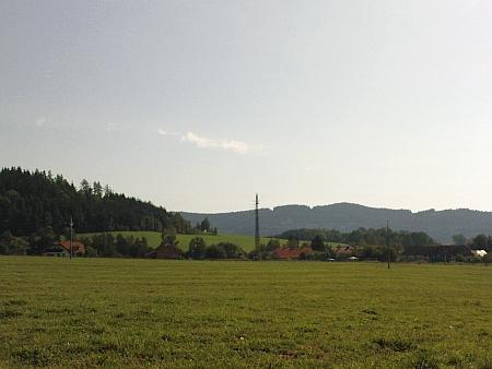 Pohled na Přízeř od silnice na Malšín