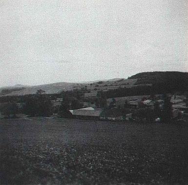 """Přízeř v šedesátých letech 20. století - """"Duscherhof"""" je uprostřed snímku"""