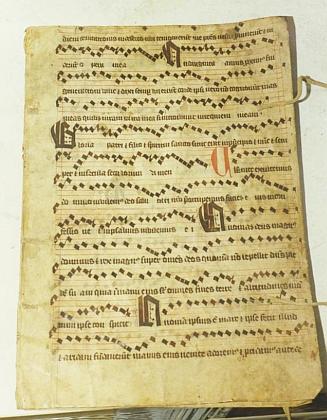 Středověký zápis kostelní písně, nalezený ve věži kostela v Rožmberku nad Vltavou roku 1990
