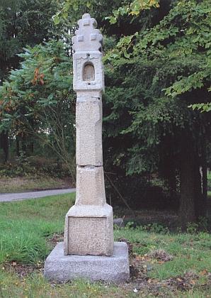 Boží muka u hřbitova v rodné Nové Bystřici na snímku z roku 2009