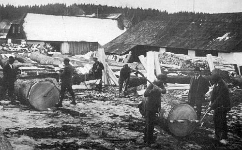 Vzácný snímek z této továrny pochází někdy z doby kolem roku 1920