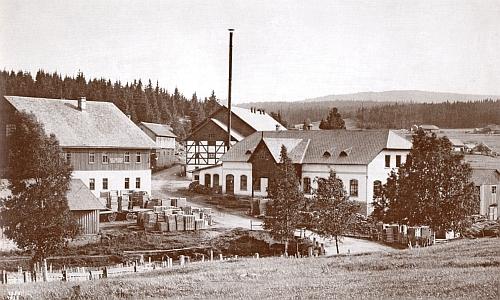 Někdejší Strunzova pila na Kvildě, zabývající se rovněž zpracováním rezonančního dřeva