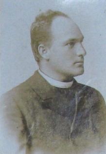 V Železné ho oddával farář Jakob Podlaha, zde na snímku z tamní farní kroniky