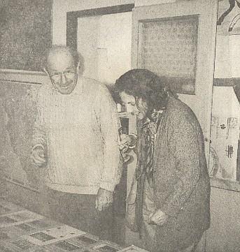 S manželem při návštěvě školy v Petrovicích u Sušice, kde se roku 1998 konala výstava k jubileu Karla Klostermanna