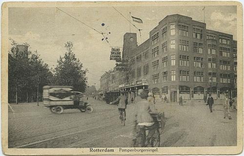 """Rotterdamské """"Grand Theatre"""" na pohlednici z roku 1928, tedy z doby jeho zdejšího působení"""