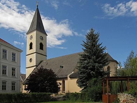 Farní kostel sv. Štěpána v Gmündu s půdorysem z obrazové přílohy jeho knihy