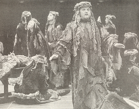 Ivan Kusnjer v titulní roli církevní opery Jeremias, která měla světovou premiéru v květnu 1997 ve svatovítské katedrále na Pražském hradě