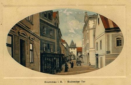 Na této pohlednici stejného nakladatele z roku 1912 je vpředu vpravo dům čp. 78 na Latráně, kde zemřel
