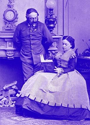 Se svým manželem Moritzem von Ebner-Eschenbachem (1815-1898), technikem a vynálezcem, svým bratrancem (jeho matka Helena byla sestrou Mariina otce) a od roku 1874 polním maršálkem (současně s jmenováním byl penzionován avykonal pak mj. cestu do Persie, kde byl jeho švagr hrabě Viktor Dubský rakouským velvyslancem)