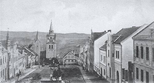 """Vimperské náměstí po rychle dokončené """"secesní"""" obnově v roce 1912..."""