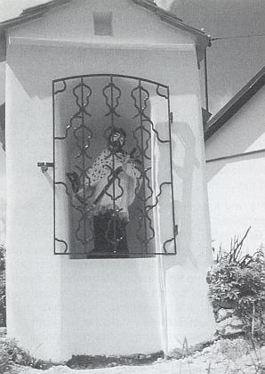 Obnovená kaple sv. Jana Nepomuckého vjejím rodném Klení na snímku, který zaslala redakci krajanského měsíčníku