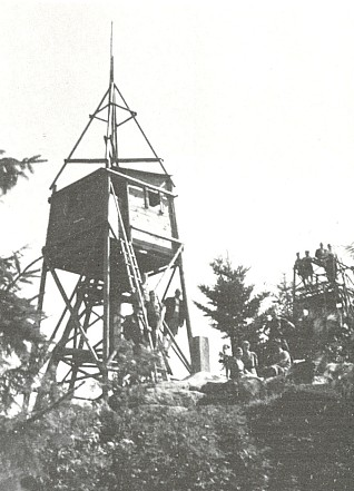 ... a dřevěná věž postavená kdysi pro geodetické účely na Kohoutu