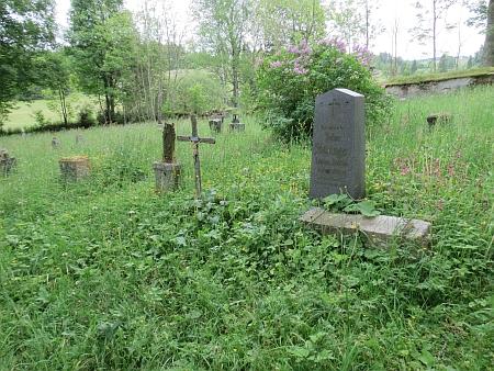 Hřbitov v Pohoří na Šumavě na snímcích z června 2013